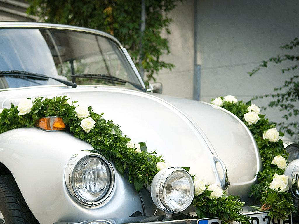 Beispiel: Autoschmuck, Foto: Blumen Sonn.