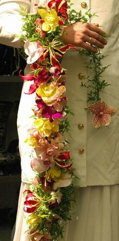 Beispiel: Armschmuck, Foto: Blumen Hahn.