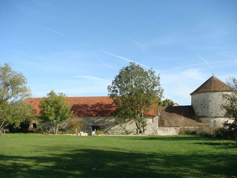 LaFerme de la Haute Maison et son jardin de 2000 m2