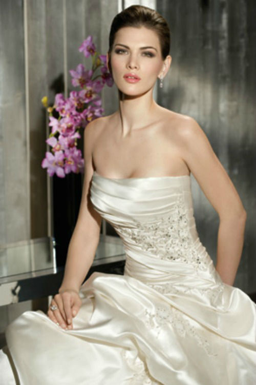 Beispiel: Brautkleid, Foto: Elise de Luxe.