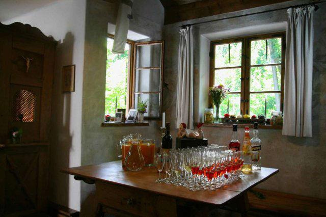 Beispiel: Innenraum - Aperetif Tisch, Foto: Lola Montez Haus.