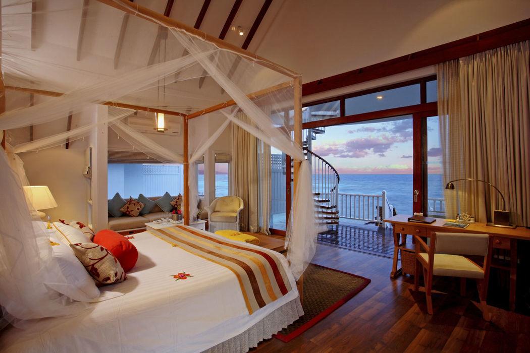 Romantische Nächte und wunderschöne Sonnenuntergänge - Zimmerbeispiel des Centara Grand Island Resort & Spa Maldives, Foto: Centara Hotels and Resorts.