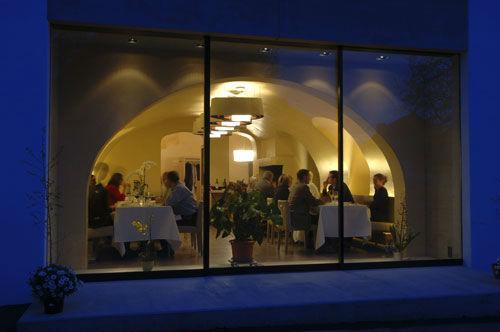 Beispiel: Einblick in den Gasthof bei Nacht, Foto: Gasthof Sternen.