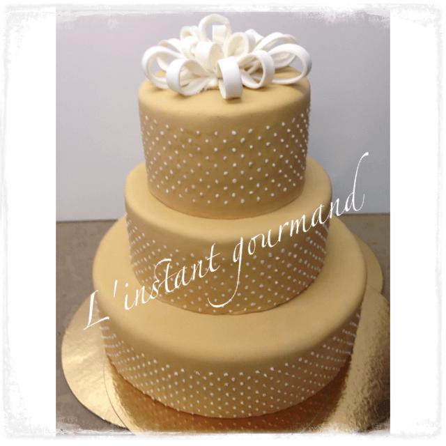 Romantique wedding cake  aux saveur spéculos et vanille  avec  son croustillant  spéculos