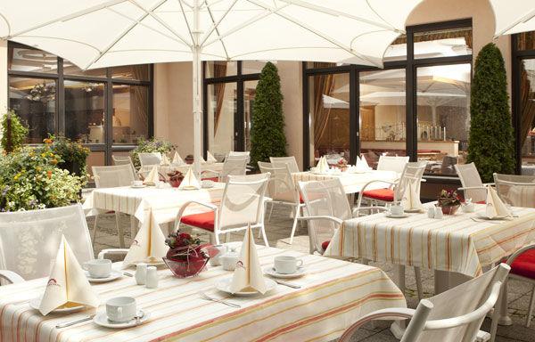 Beispiel: Terrasse, Foto: Dehner Blumen Hotel.