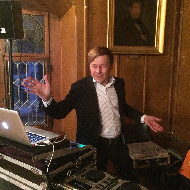 Beispiel: Der DJ und seine Ausstattung, Foto: DJ Oliver.
