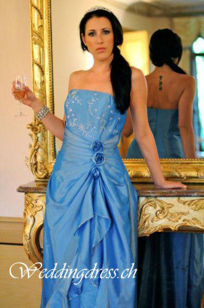 Beispiel: Hochzeitsgäste wunderschön eingekleidet, Foto: Weddingdress.ch.