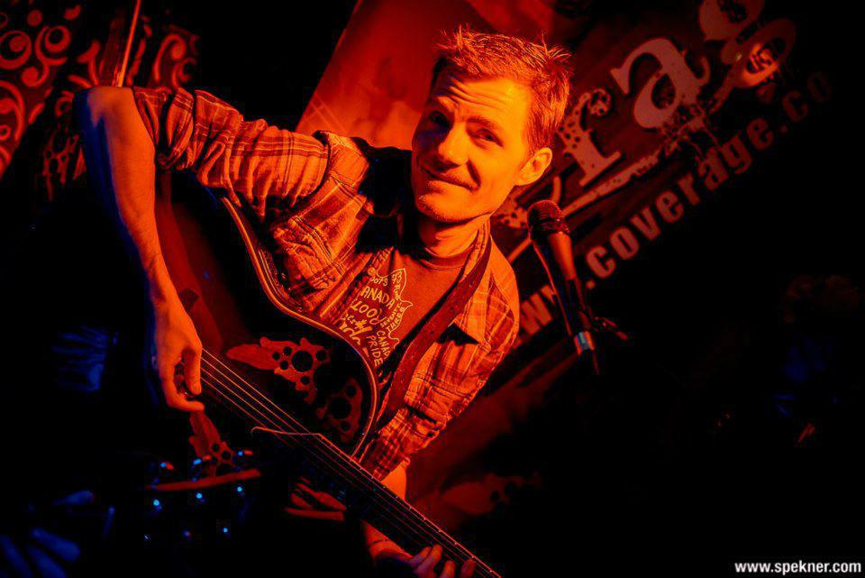 Beispiel: Martin, Guitarrist, Foto: Coverage Band.