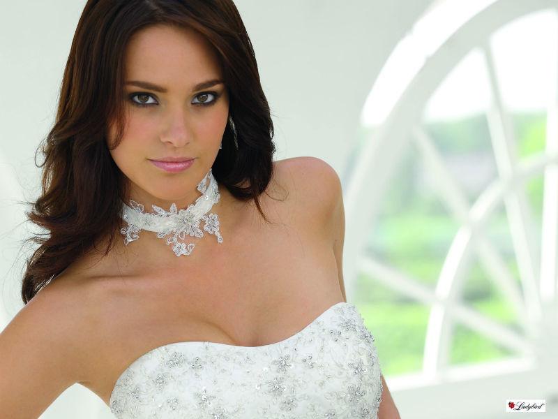 Beispiel: Brautkleider und Accessoires, Foto: BRAUTKULTUR.