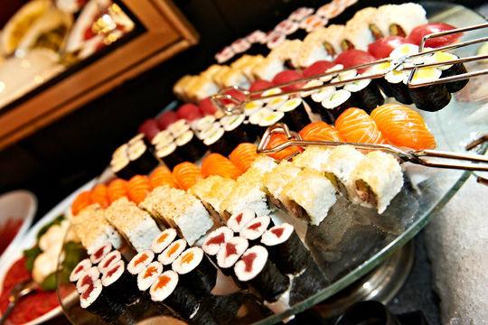 Beispiel: Sushisortiment, Foto: Kuffler Catering.