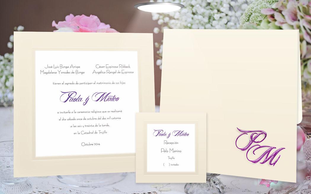 Moderna invitacion co un contraplacado triple y detalles en hot stamping lila