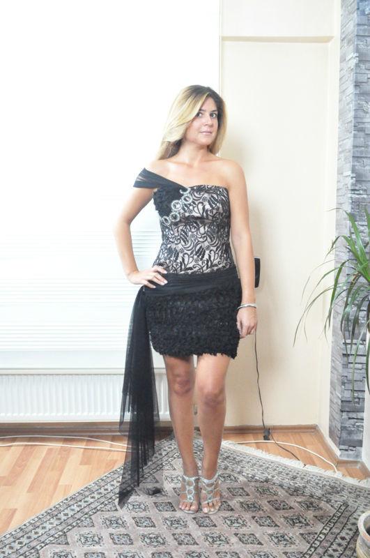 Beispiel: Cocktailkleid, Foto: Estrella Festmode Atelier.