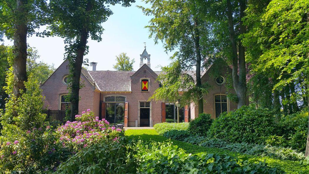 Het statige Koetshuis van Kasteel Keukenhof is beschikbaar voor o.a. jullie receptie, diner en feestavond. Tevens kan hier getrouwd worden!