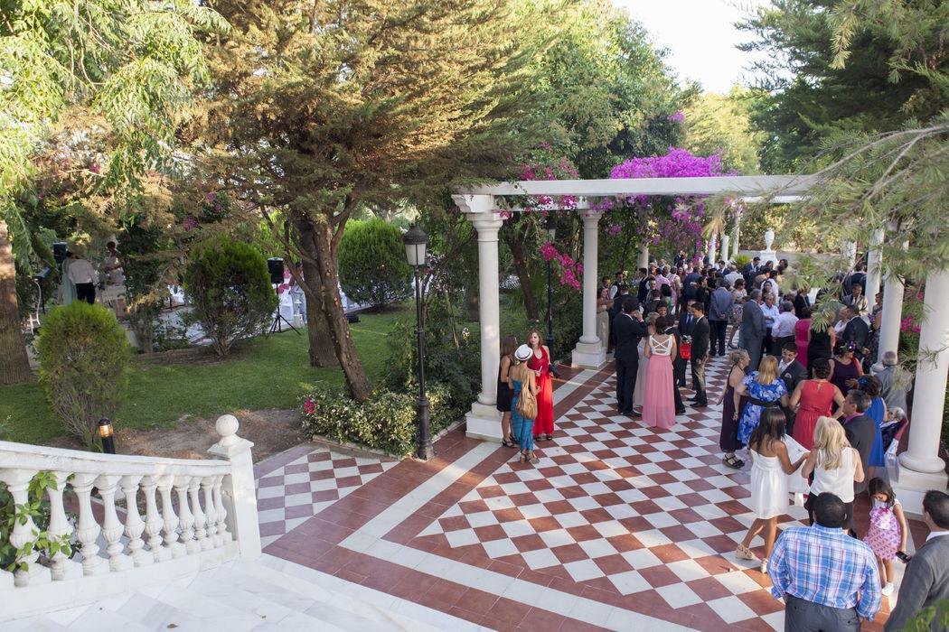 Entrada Salón Versalles. Zona ideal para recepción, bodas coctel y lounge después de la comida. Hacienda Azahares