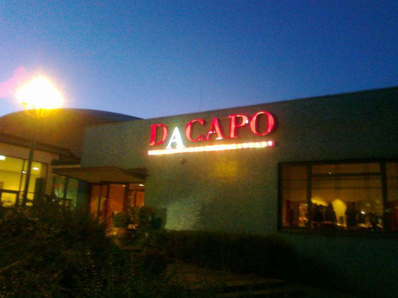 Beispiel: Außenansicht bei Nacht, Foto: Dacapo.