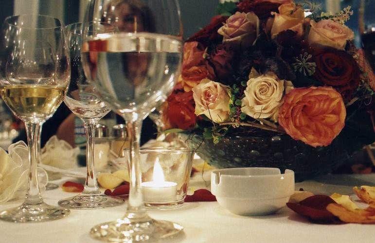 Beispiel: Florale Tischdekoration, Foto: Blumen Goldmann.