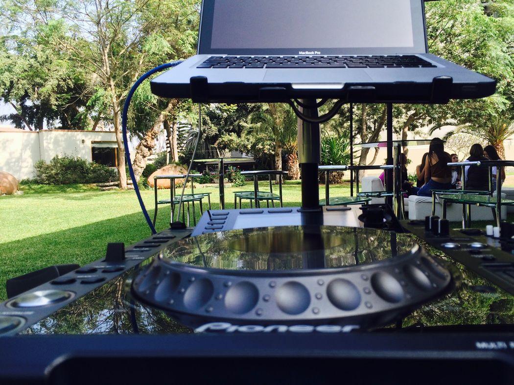 Casuarinas / DJ Fox Sound & Lighting