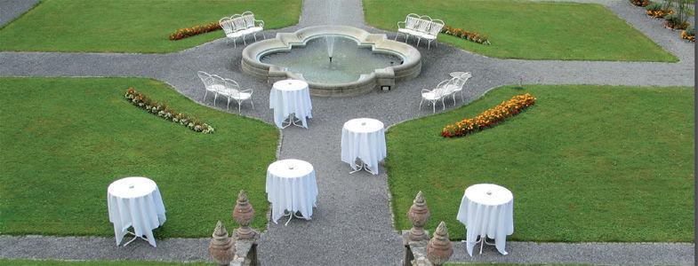 Beispiel: Stehtische im Park, Foto: Villa Raczynski.