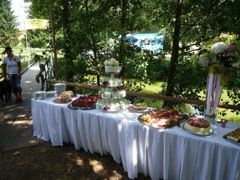 Beispiel: Kuchen- und Tortenbuffet, Foto: Konditorei Pernsteiner.