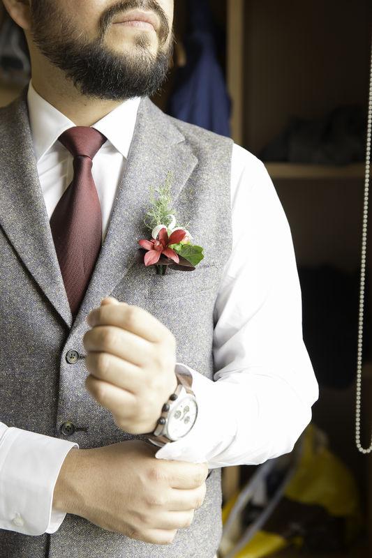 Buscando reforzar el carácter del Novio. La preparación del novio también es un ritual.