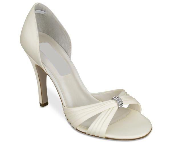 Zapato en sattin color ivory taco de 12 centimetros.