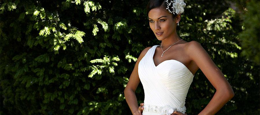 Beispiel: Einmalige Brautmode, Foto: Brautmoden Felice.