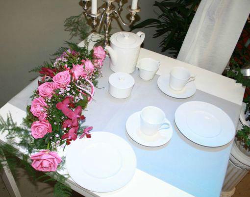 Beispiel: Dekoration für den Hochzeitstisch, Foto: Floristik Studio.