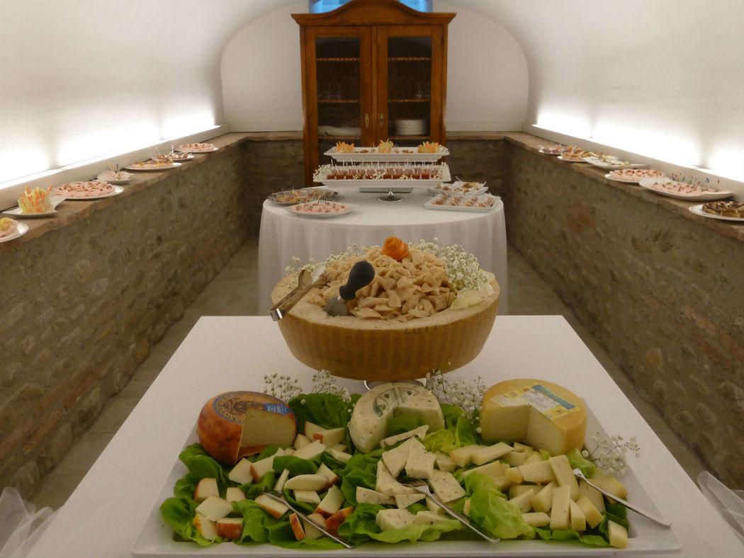 buffet di benvenuto nel tunnel del gusto