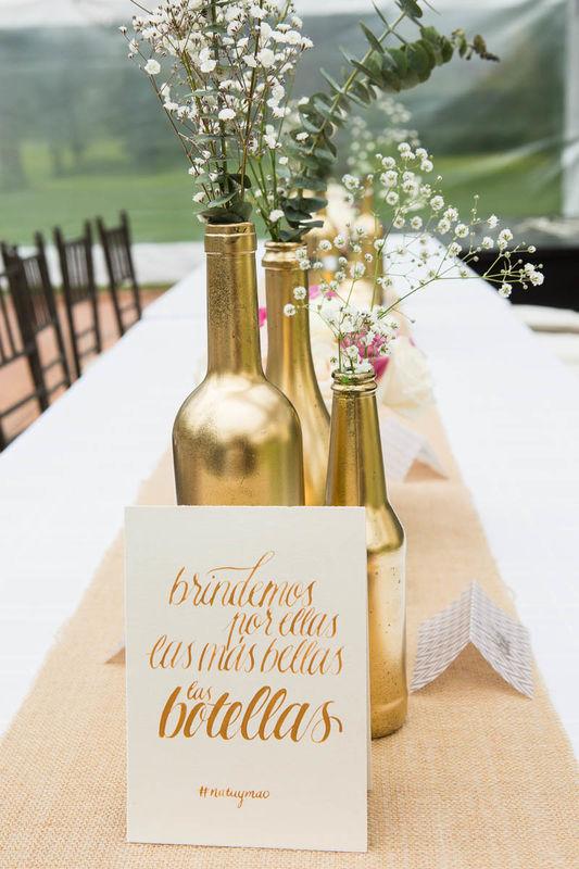 Letreros hecho a mano para decorar las mesas.