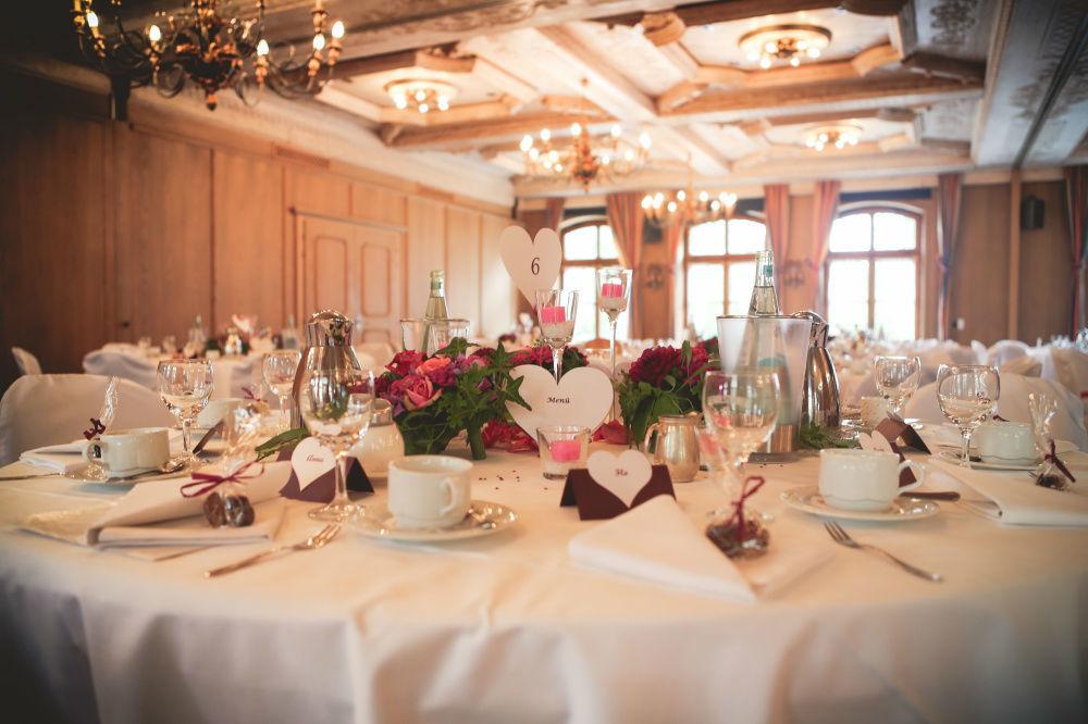 Beispiel: Tischdekoration, Foto: Strobel Floristik.