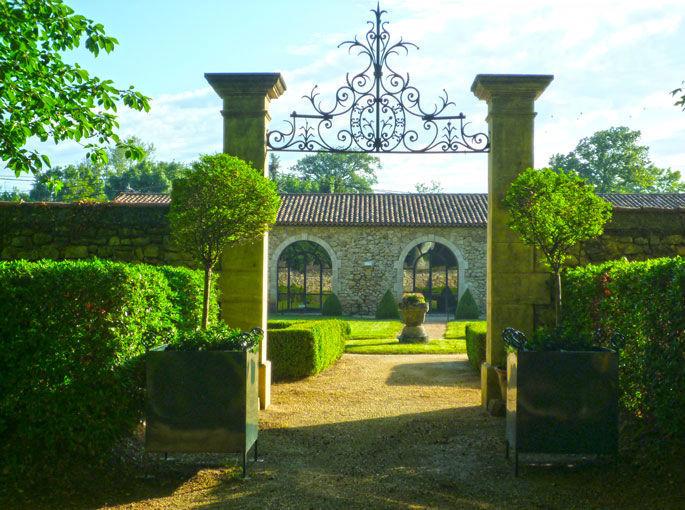 Entrée de notre jardin à la française
