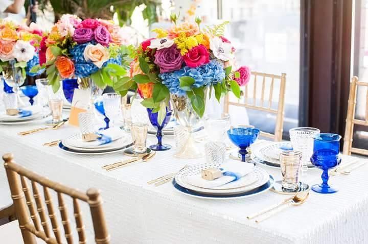 El amor en toda su expresion. Uso de colores vivos y los iconicos #candados dan un toque divertido a esta #boda