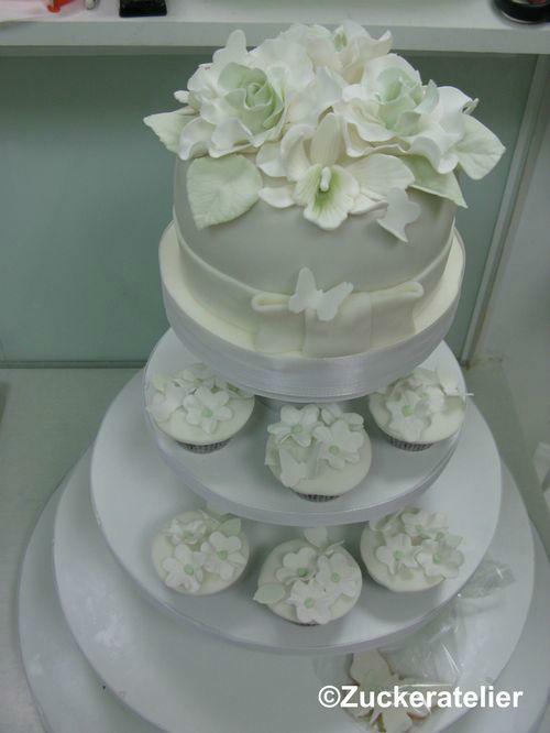 Beispiel: Kleine Torte mit Cupcakes, Foto: Fabricio Cordeiro Zuckeratelier.