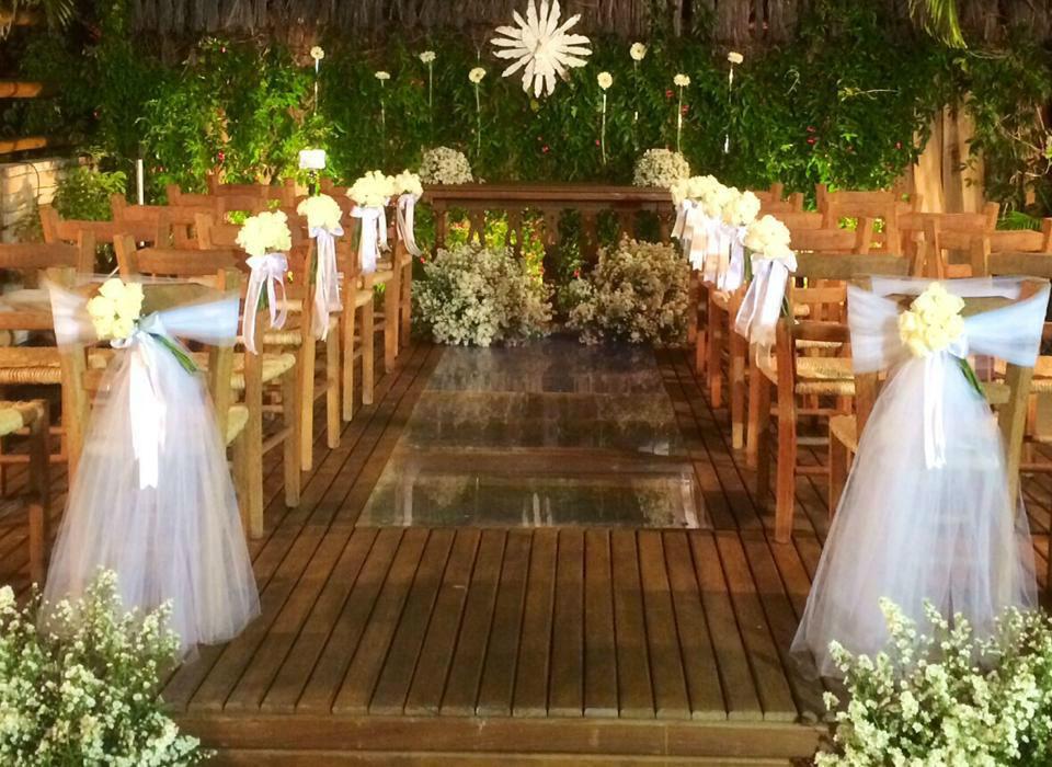 Cerimônia em cima da piscina.