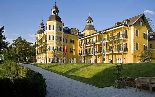 Foto: Blick auf das Schlosshotel Falkensteiner