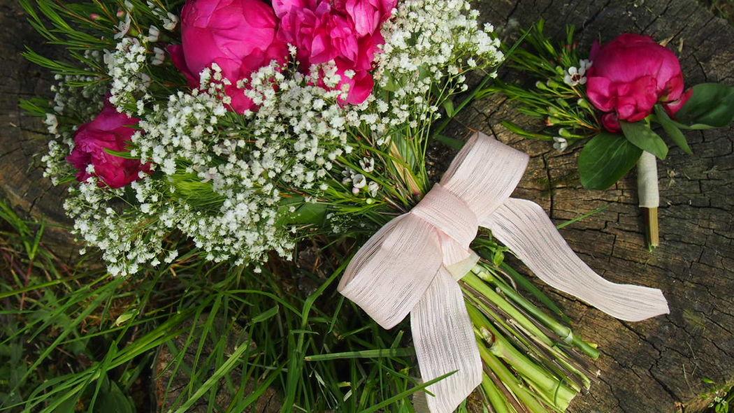 Des Bulles Dans Les Branches Bouquet de mariée pivoines et gypsophile