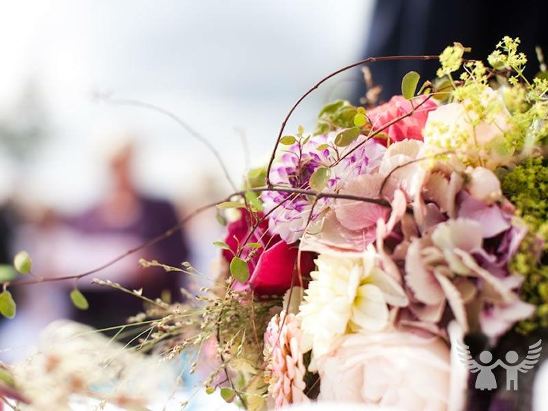 Beispiel: Hochzeitsfloritik, Foto: Die Engel der Hochzeit.