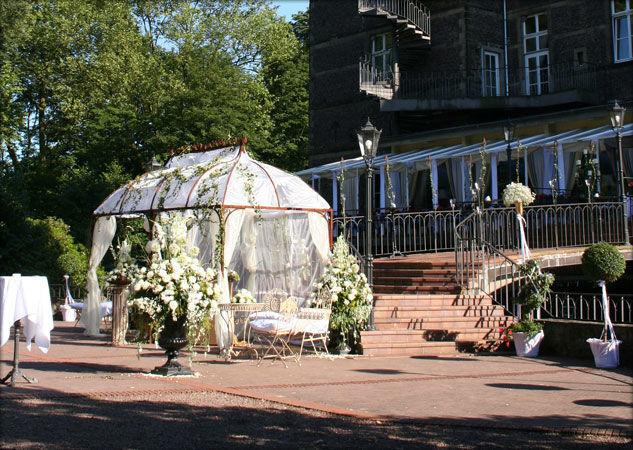Beispiel: Terrasse, Foto: Schlosshotel Hugenpoet.