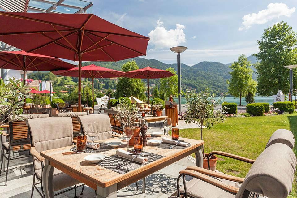 Beispiel: Terrasse, Foto: Althoff Seehotel Überfahrt.