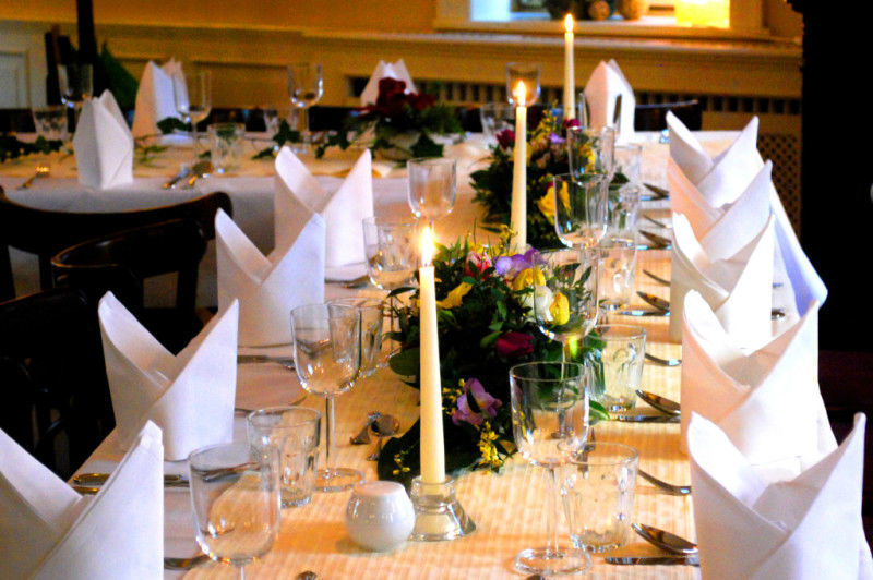 Beispiel: Bankett - Tischdekoration, Foto: Kromer´s Restaurant & Gewölbekeller.