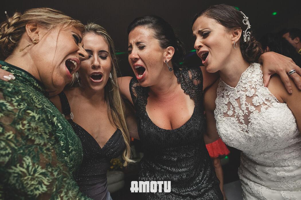 Noiva com as irmãs e a mãe