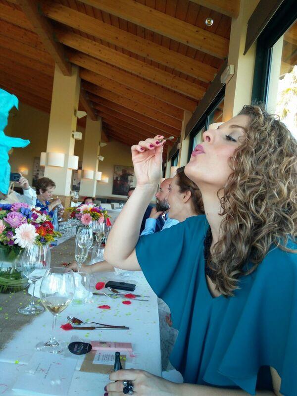 Mi mundo de las golosinas Disfruta!! Pomperos de burbujas para bodas con forma de botella de cava.