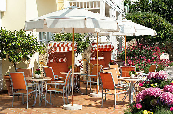 Beispiel: Eine der drei Terrassen, Foto: Travel Charme Strandhotel Zinnowitz.