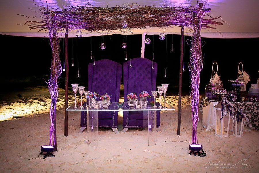 Mesa de novios en Boda tematica de Alicia en el Pais de las Maravillas por Yazmin De La Mora Bodas y Banquetes