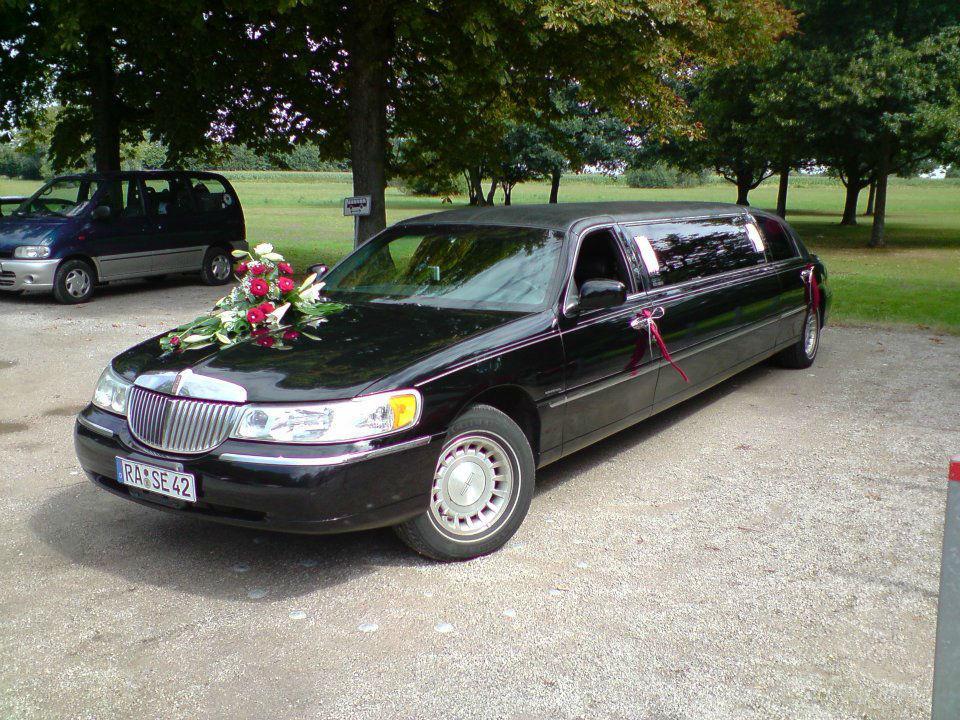 Beispiel: Schwarze Limousine, Foto: Limo Inc.