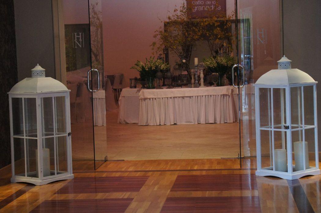 Fanales de gran tamaño para recibir a los invitados