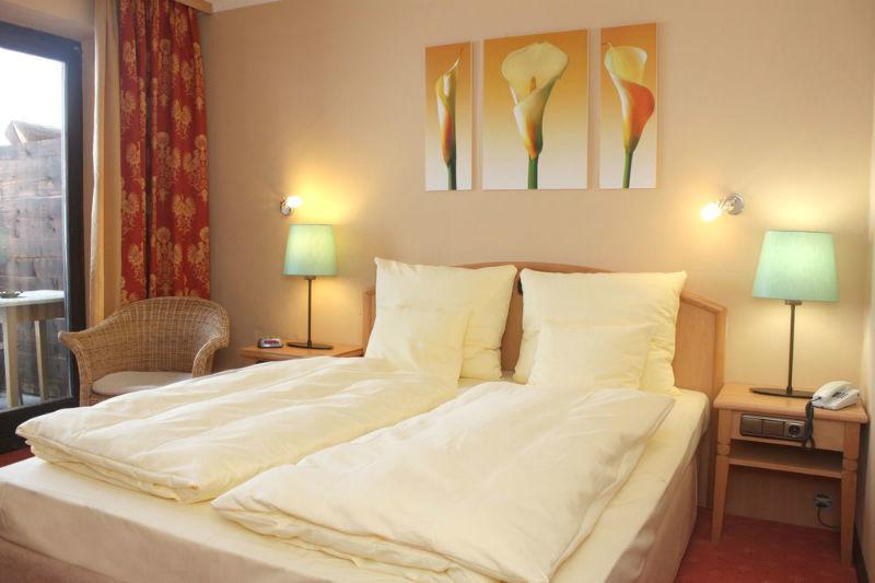 Beispiel: Hotelzimmer, Foto: Flair Hotel Berggasthof Adersberg.