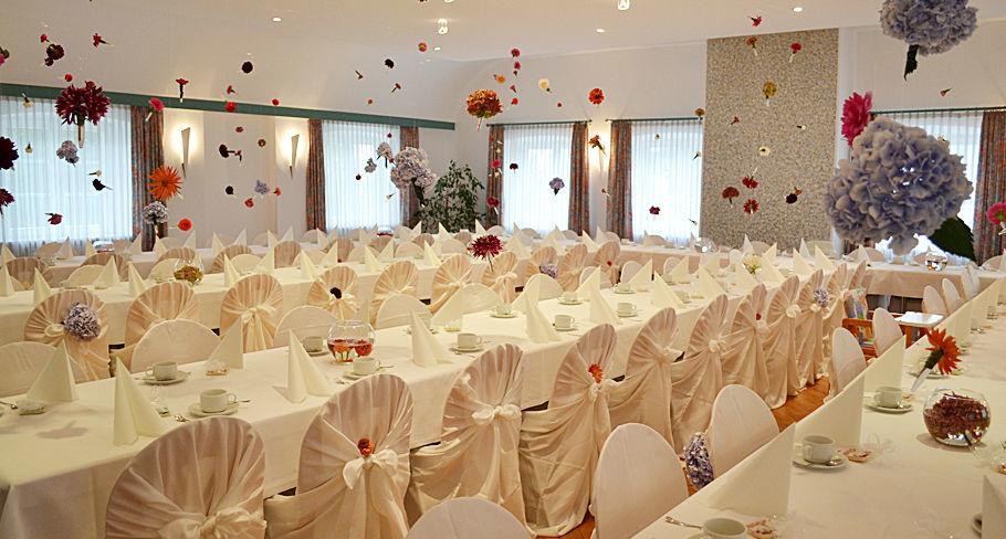 Beispiel: Hochzeitstafel, Foto: Hotel Gasthaus Adler.