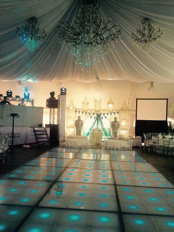 Detalles con Ángel Eventos   (Decoraciones de tela en techo con candiles centrales, mesa principal temática de frozen)