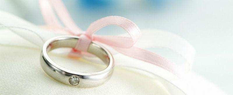 Anello di matrimonio con brillante